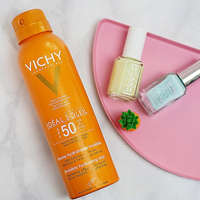 Kem chống nắng Ideal Soleil Invisible Hydrating Mist SPF 50 PA+++