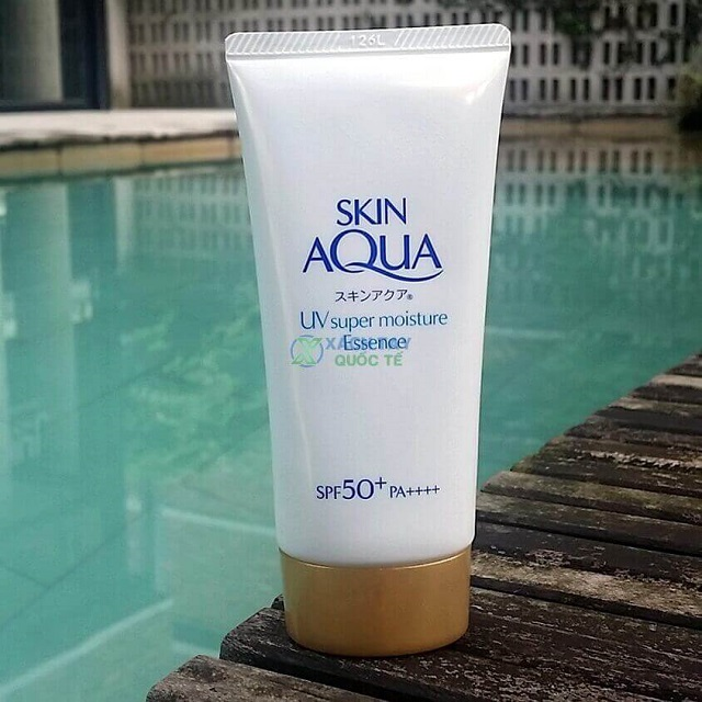 Kem chống nắng Skin Aqua UV Super Moisture Essence
